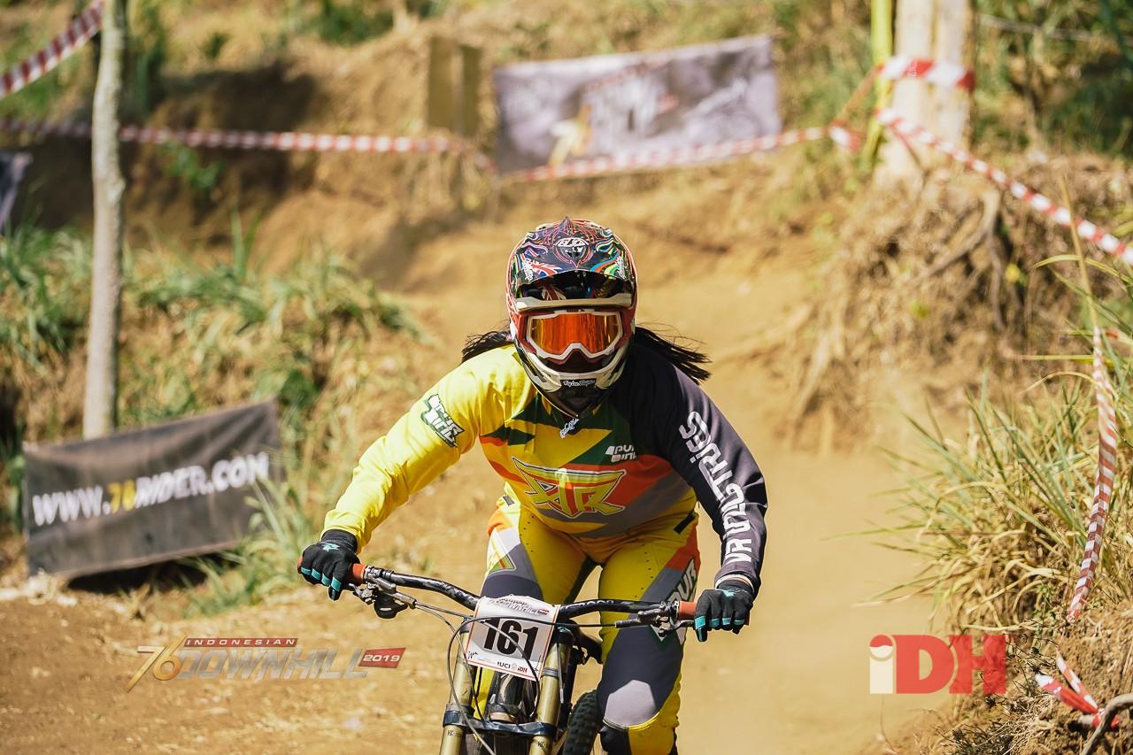 Catatan Waktu Downhiller Wanita Masih Kalah Jauh Dengan Downhiller Pria