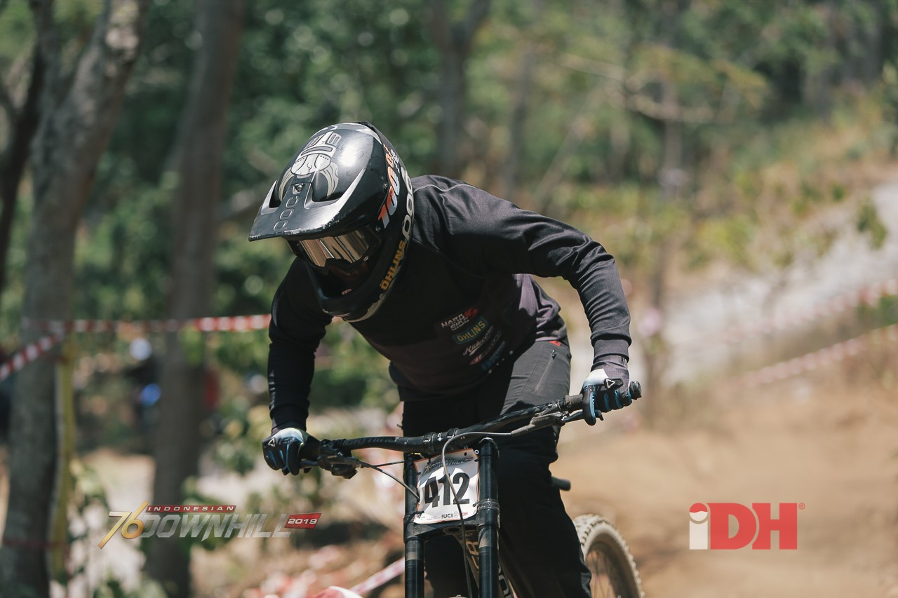 Mantan Mekanik Sepeda Downhill Dengan Downhiller Bersaing Di Kelas Master Expert A